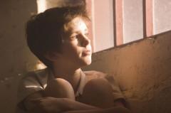 enfant fenêtre.jpg