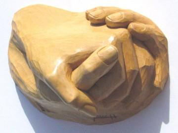 sculpture-d-une-main.jpg