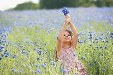 Petite fille fleurs.jpg